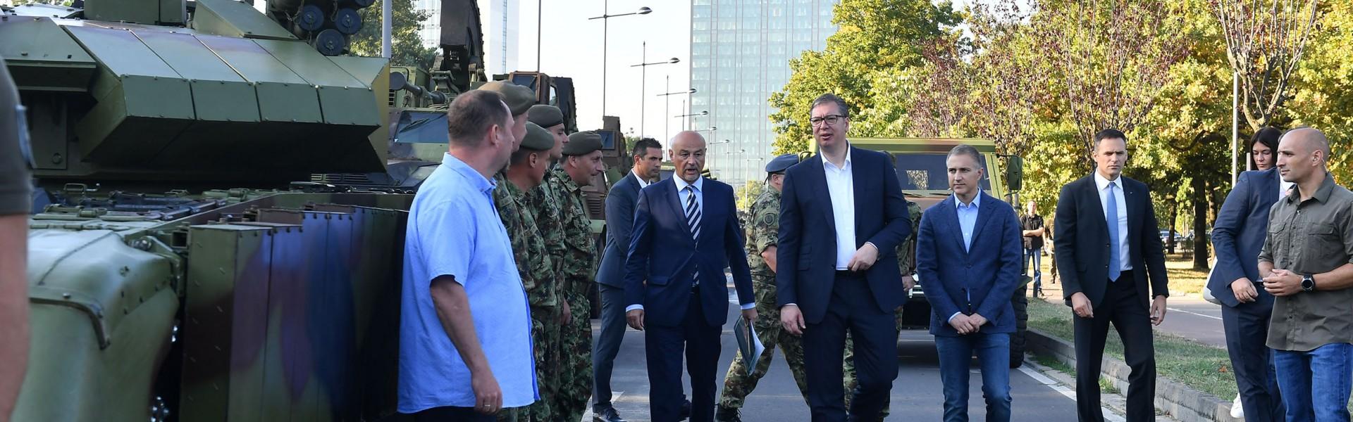 Председник Вучић: Грађани могу да буду поносни на своју војску