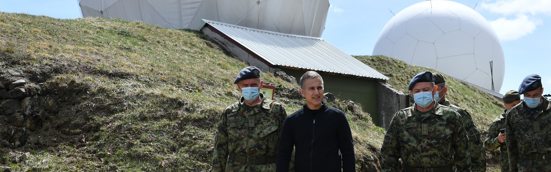 Министар Стефановић на Васкрс са припадницима 126. бригаде ВОЈИН на Муртеници