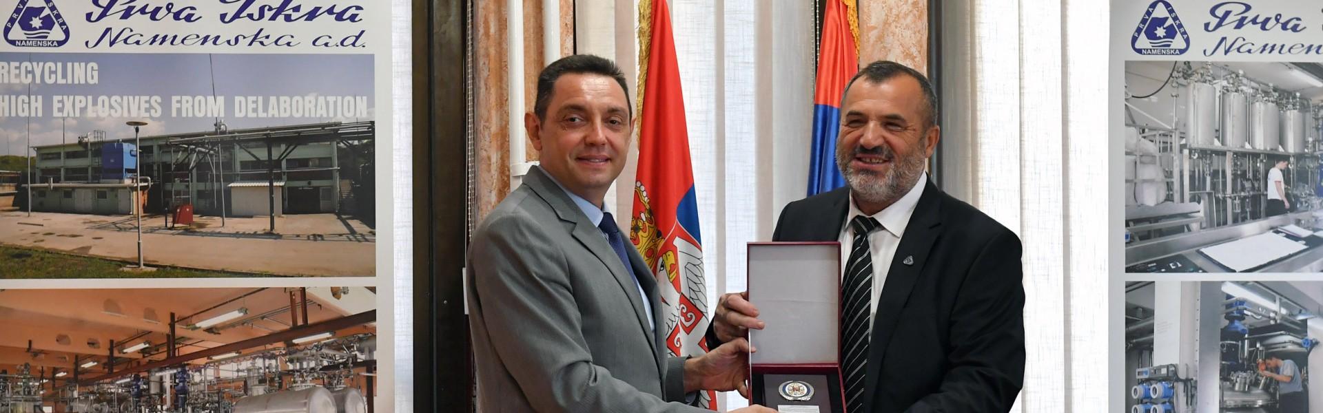 Министар Вулин: Oдбрамбена индустрија Србије ради, расте и напредује