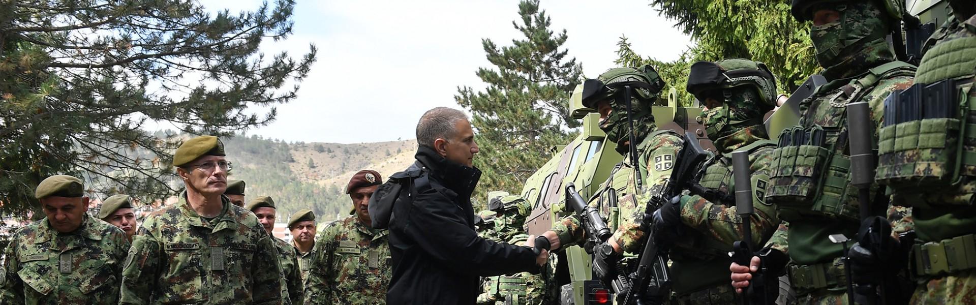 Minister of Defence Stefanović and Chief of General Staff, General Mojsilović, visit units on alert