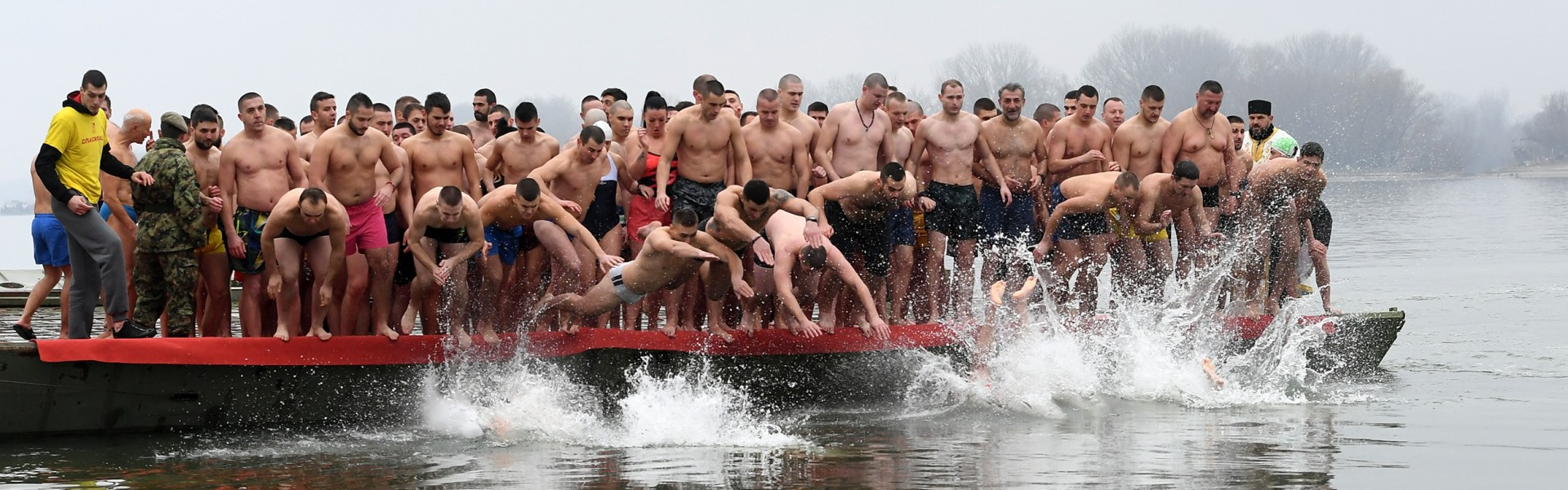 Pripadnici Vojske Srbije plivali za Časni krst širom Srbije