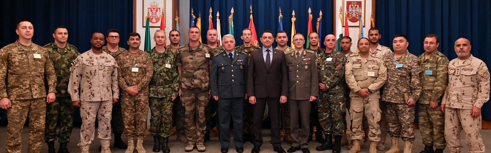 Министар Вулин и генерал Мојсиловић са учесницима вежбе REGEX 2018