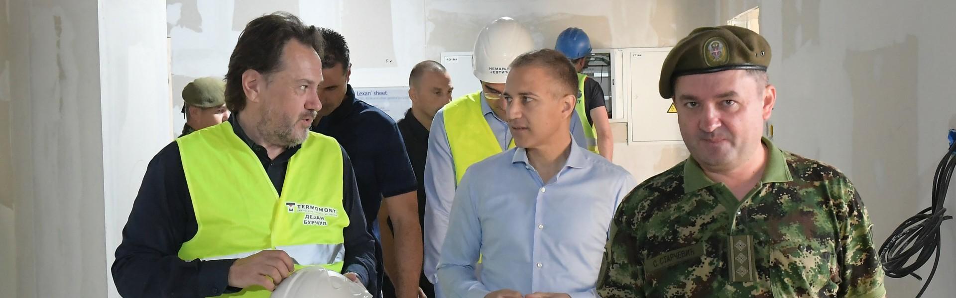 Министар Стефановић обишао радове на изградњи нове ковид болнице у Новом Саду