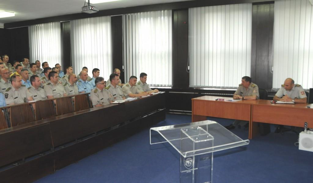 Генерал Диковић с полазницима 63 класе командно штабног усавршавања