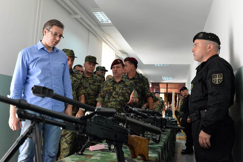 Министар Вучић у посети Специјалној бригади