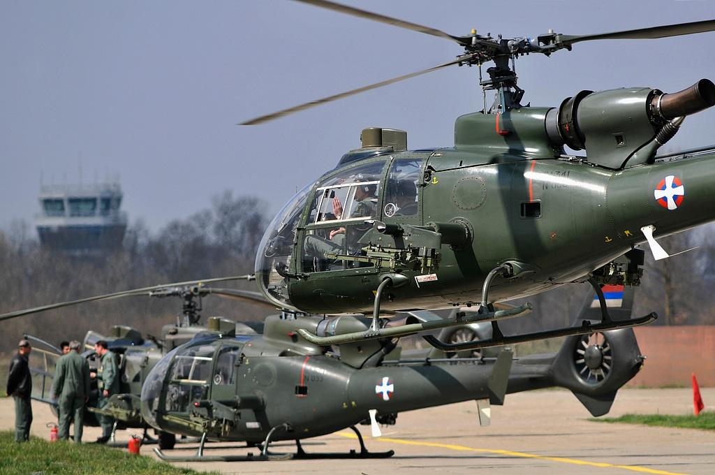 Training of combat aircraft pilots