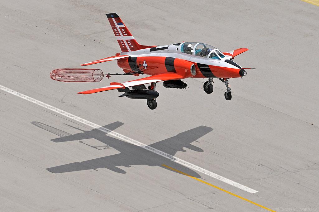 Target tug aircraft flies again
