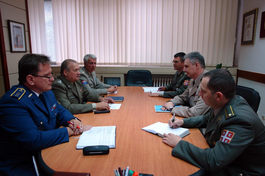 Редовно информисање страних војних представника