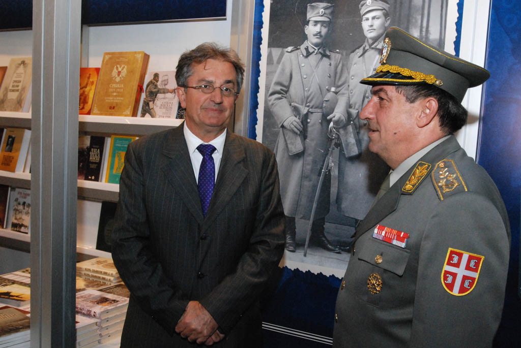 Minister of Defence and Chief of General Staff at the booth of Odbrana Media Centre