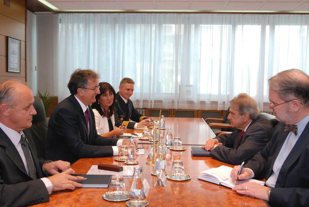 Minister of Defence meets Ambassador of Brazil