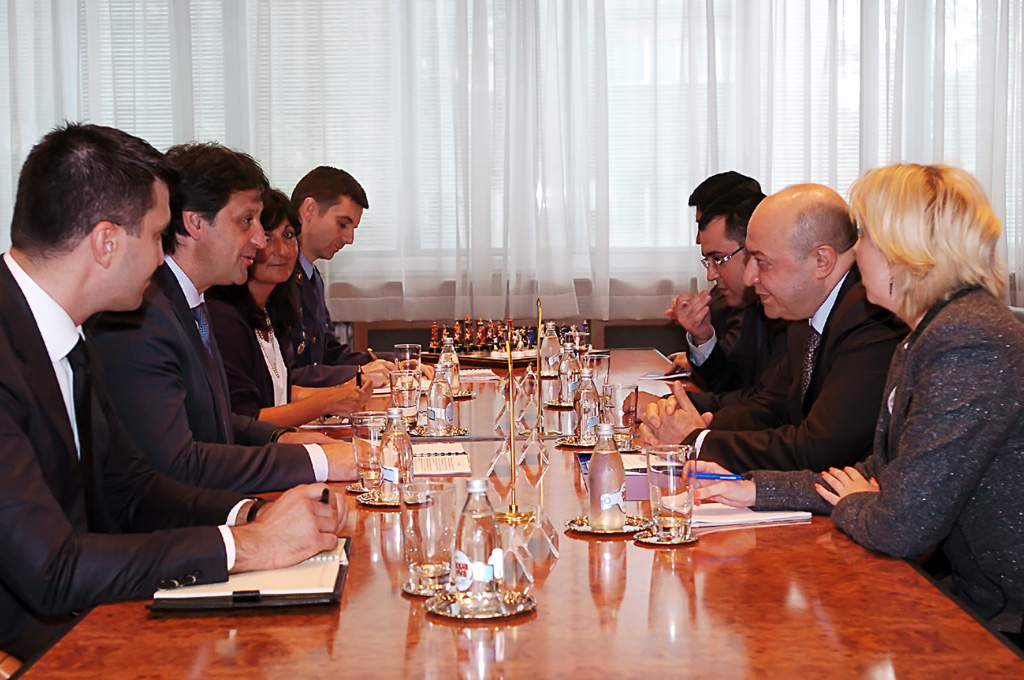 Састанак министра одбране и амбасадора Азербејџана