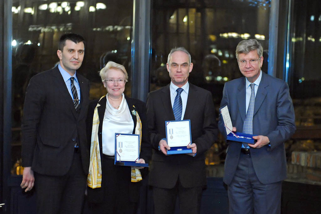 Military commemorative medals presented to representatives of the Nordic Initiative