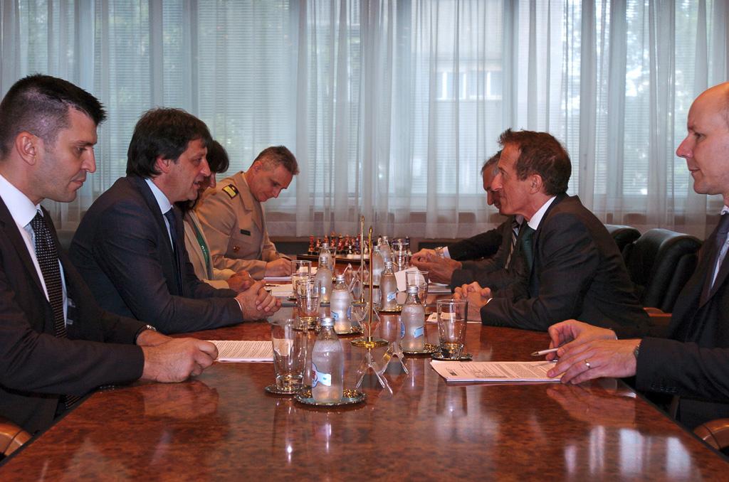 Састанак министра одбране са шефом Мисије ОЕБС у Србији