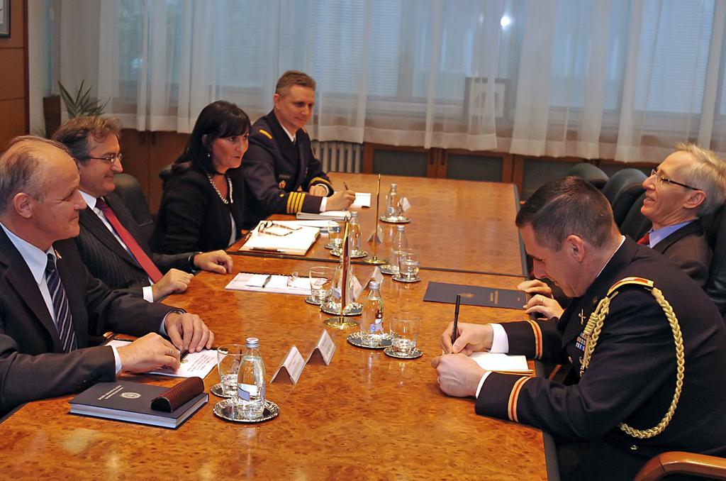 Састанак министра Родића са амбасадором Кирбијем