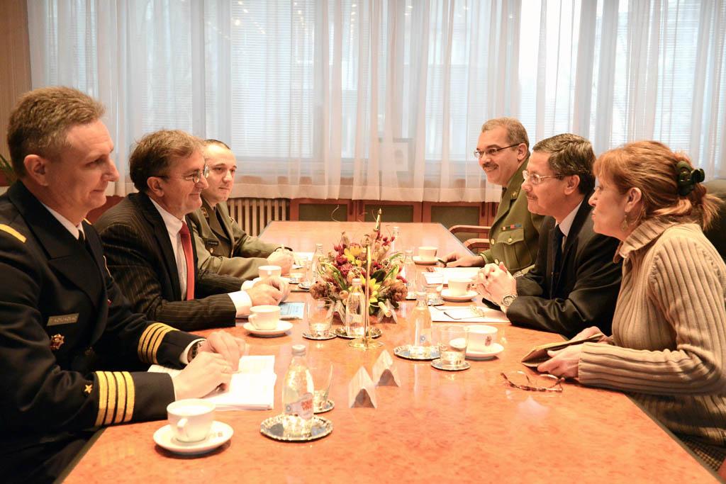 Sastanak ministra odbrane sa ambasadorom Alžira