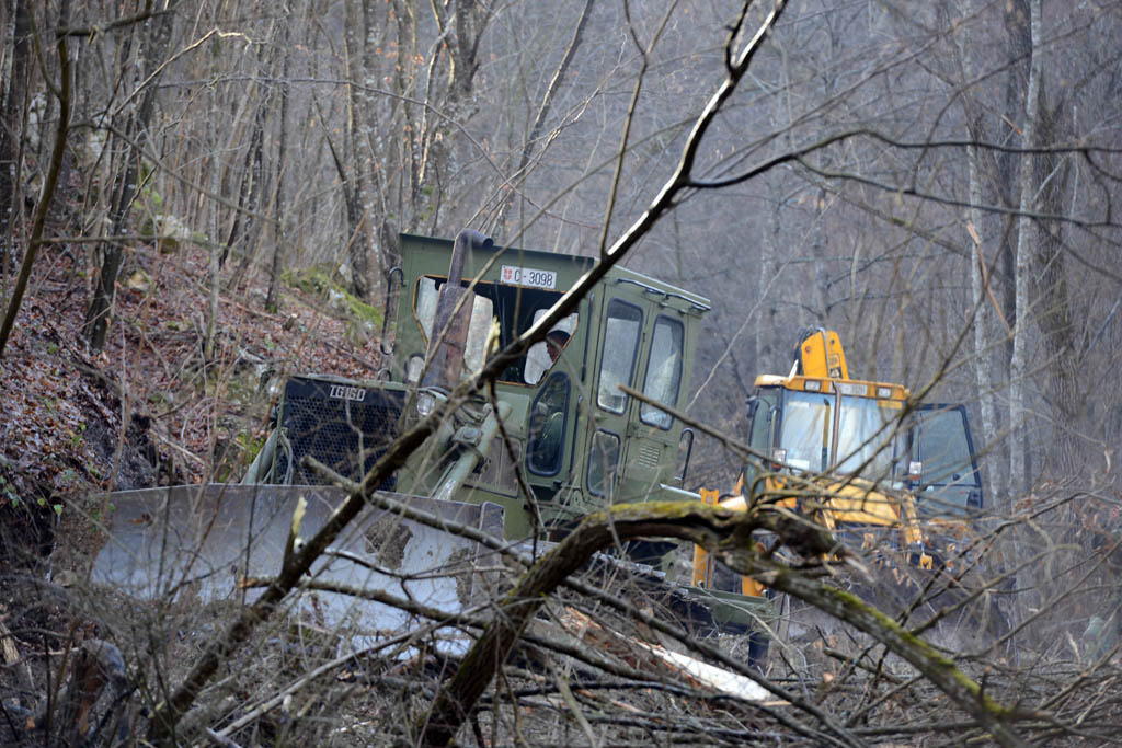 Војска помаже у изградњи цевовода за Ужичане