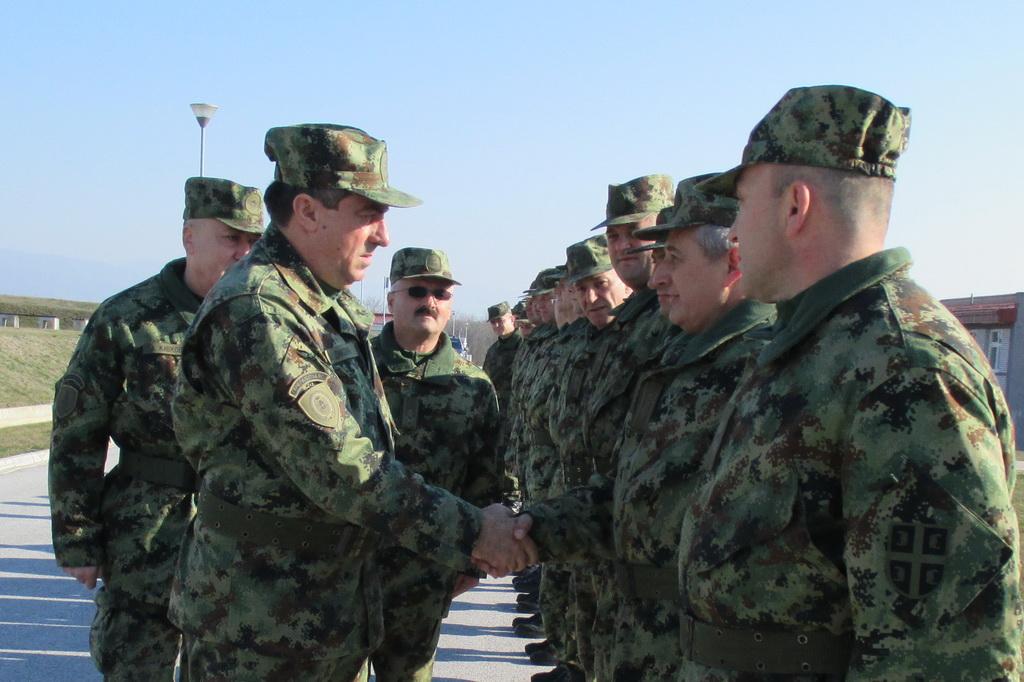 Генерал Диковић обишао јединице у Врању и Бујановцу