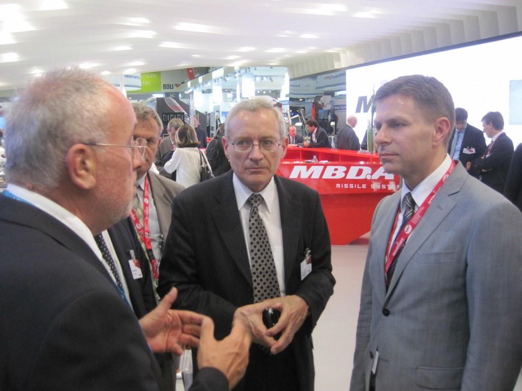 Државни секретар Николић на Сајму аеронаутике у Буржеу