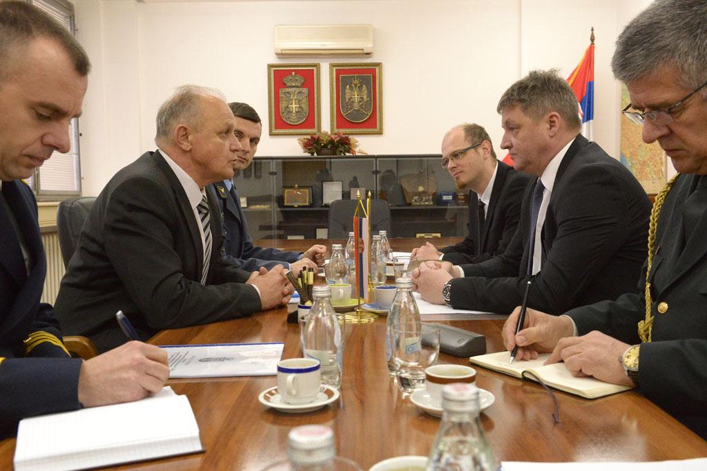 Помоћник министра за политику одбране са директором Директората за политику одбране Словеније