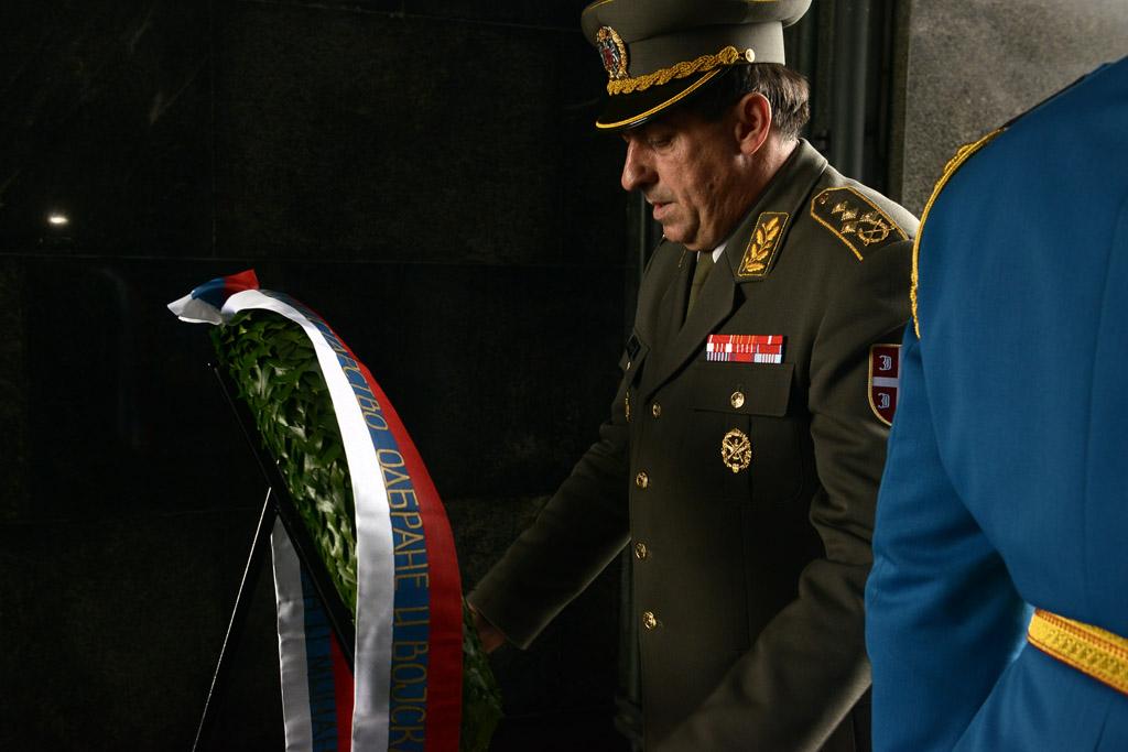 Начелник Генералштаба положио венац на споменик Незнаном јунаку