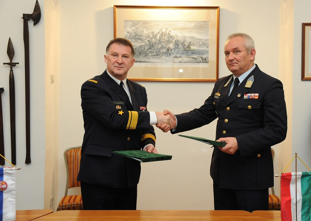 Defence consultations with Hungary