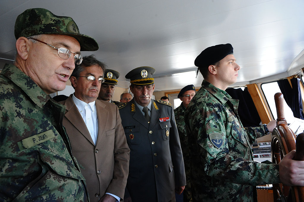 Minister of Defence and Chief of General Staff onboard the Kozara ship