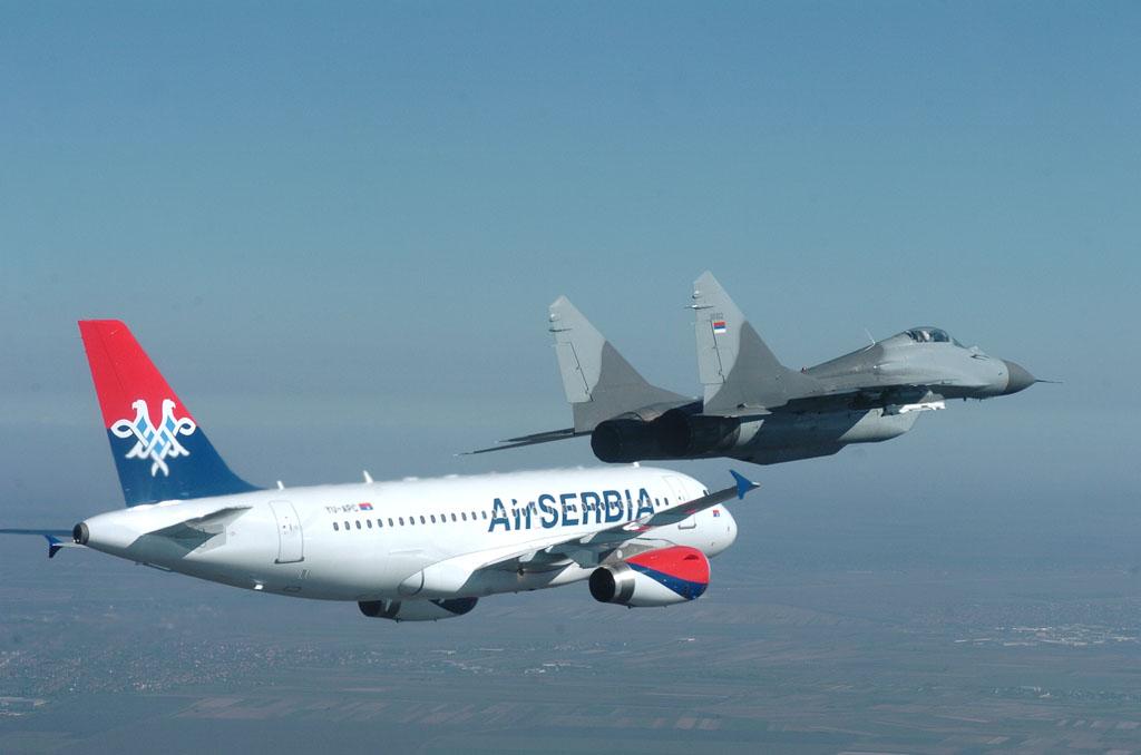 Слетео први авион Air Serbia у пратњи два авиона Војске Србије