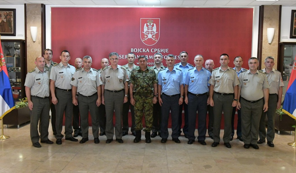 General Diković razgovarao sa oficirima koji su završili GŠU