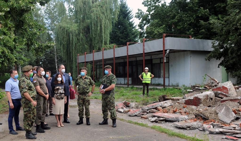 Po naređenju vrhovnog komandanta Vojske Srbije Aleksandra Vučića počeli radovi na izgradnji Kovid bolnice u Kruševcu