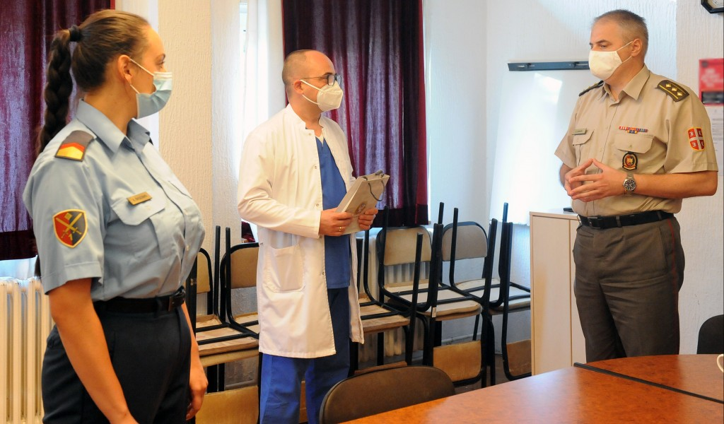 Cadets of the Military Academy and MMA s Medical Faculty make a donation to University Children s Hospital Tiršova