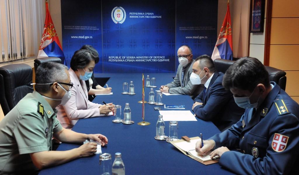 Састанак министра Вулина са амбасадорком НР Кине Чен Бо