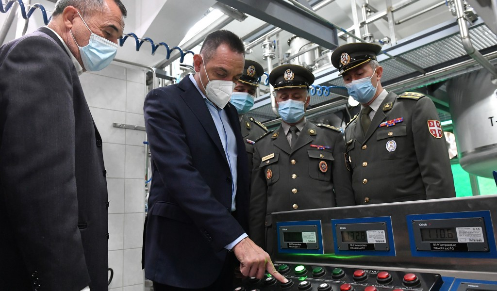 Ministar Vulin otvorio novi objekat u Prvoj iskri u Bariču