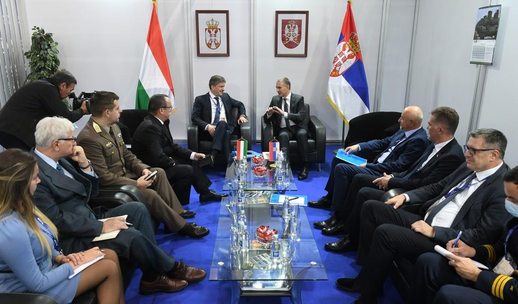 Министар Стефановић разговарао са делегацијом Мађарске
