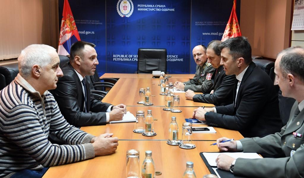 Министар одбране Зоран Ђорђевић са представницима Синдиката одбране Србије