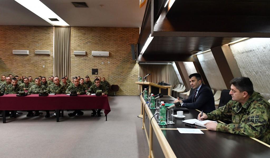Министар одбране разговарао са припадницима Команде за обуку