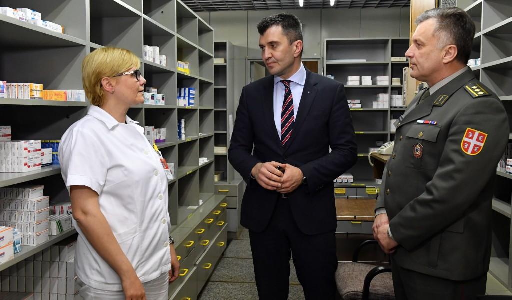 Министар Ђорђевић ненајављено обишао ВМА
