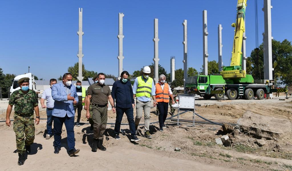 Министар Вулин Радови на изградњи ковид болнице у Батајници иду по плану рок за завршетак је 1 децембар