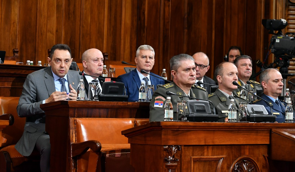 Ministar Vulin u Skupštini predstavio strategije odbrane i nacionalne bezbednosti Republike Srbije