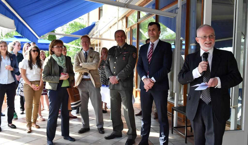 Британски амбасадор примио учеснице првог војног фудбалског турнира