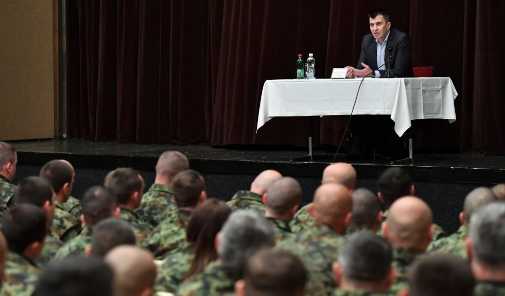 Министар одбране разговарао са припадницима Специјалне бригаде