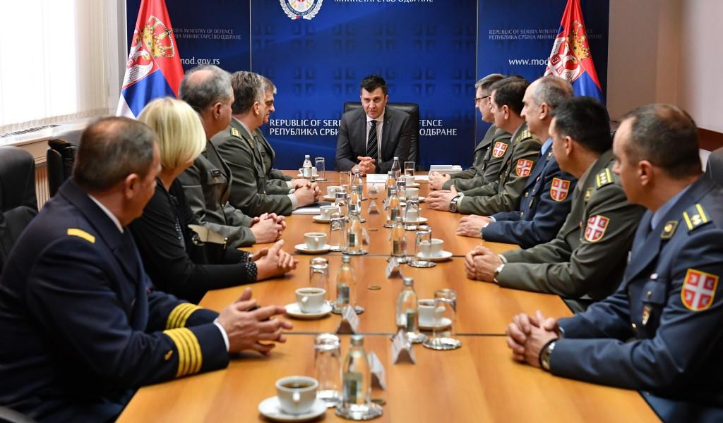 Министар Ђорђевић примио делегације ВМА и ВОА