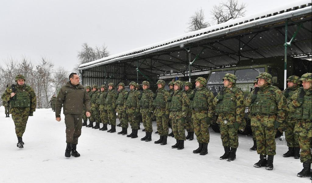Министар Вулин на Божић са припадницима Војске Србије на бази Врапце