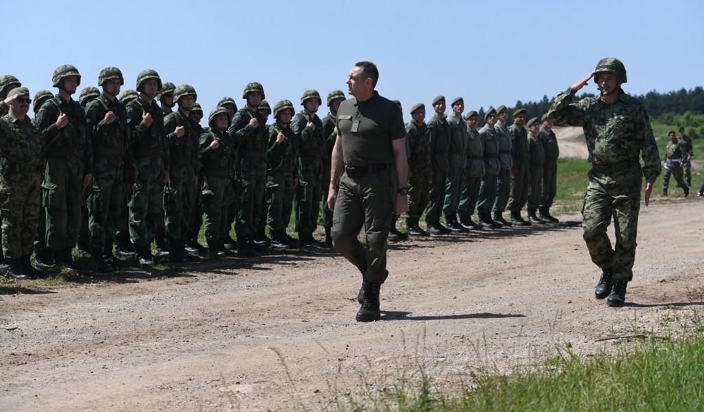 Министар Вулин Обучена војска је гарант и подршка мировној политици председника