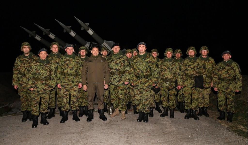 Ministar Vulin u novogodišnjoj noći sa pripadnicima 250 raketne brigade Vojska Srbije uvek spremna da sačuva našu zemlju