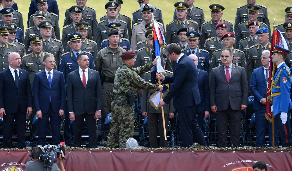 Svečanost uručenja vojnih zastava u Takovu