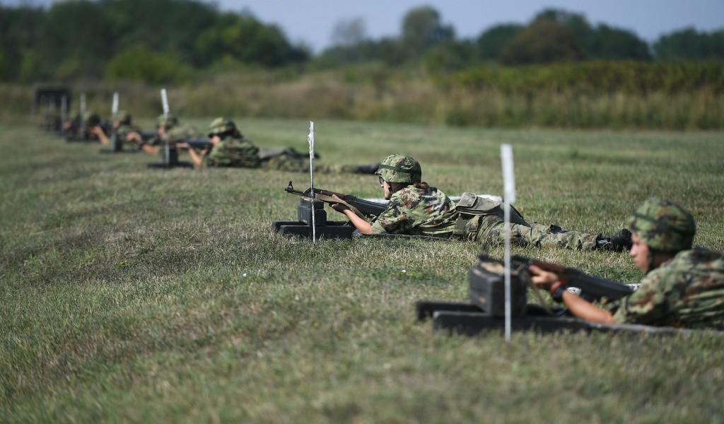 Министар Вулин Мотивисани и обучени кадети гарант су јаке војске у будућности