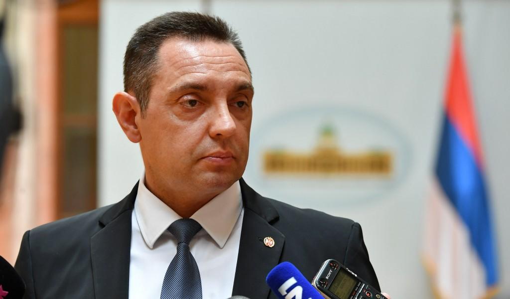 Министар Вулин Од некажњеног злочинца ме не чуди позив на рат брине ме што међународна заједница ћути