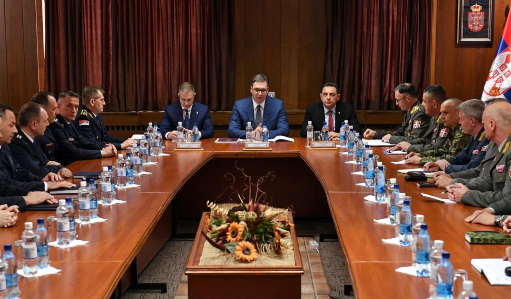 Састанак председника Републике Србије са командантима јединица Војске Србије МУП а и ресорним министрима