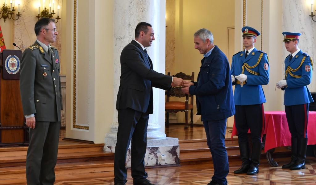 Министар Вулин Војска Србије брине о својим припадницима