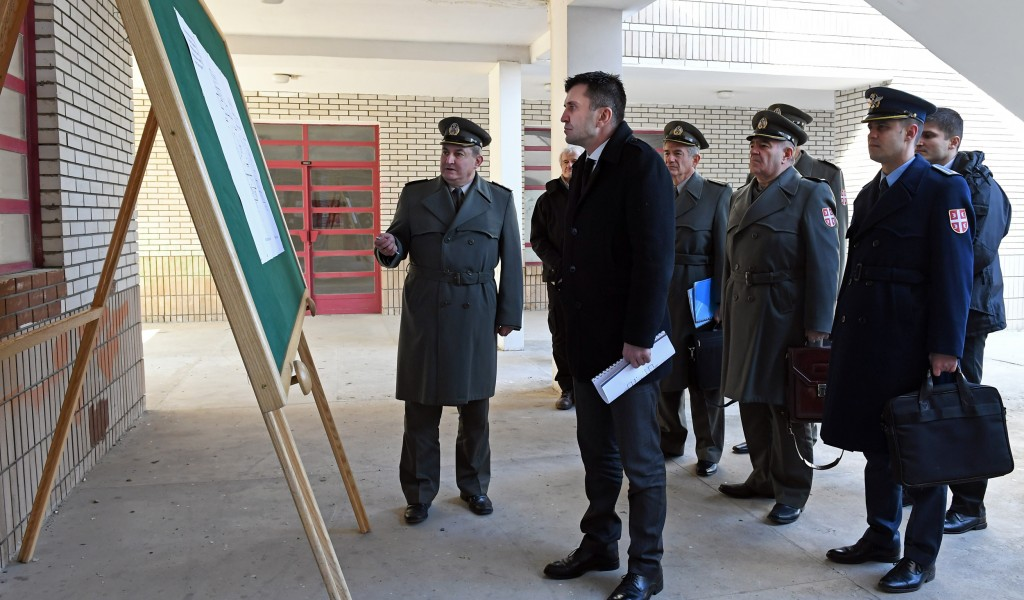 Министар одбране обишао локацију за војну амбуланту на Бежанијској коси
